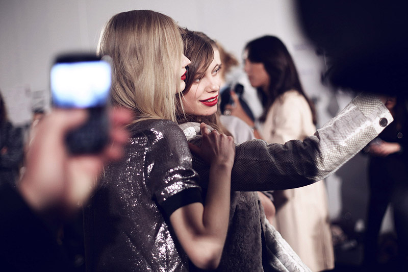 trussardi_backstage-milan_fashion_week-backstage-models-0004
