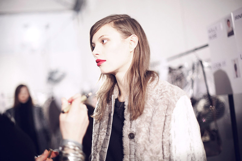 trussardi_backstage-milan_fashion_week-backstage-models-0011